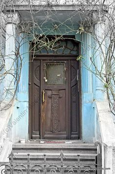 The Art Nouveau style doorway of a 1920s Neo-Romanian style house, Cotroceni area, Bucharest.