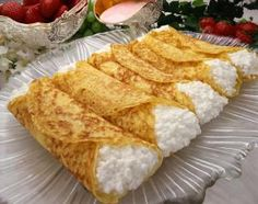 Crepes are very thin and light pancakes that have their origin in Brittany, France. Today, crepes are enjoyed by people all over the world. Learn how to make crepes at home. Crepe Recipes, Brunch Recipes, Breakfast Recipes, Churros, Tortitas Light, Creme Cheese, Cheese Blintzes, Crepes Filling, Filling Recipe