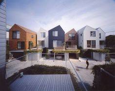 Tokyo Court House woningen rijwoningen diversiteit deck materialisatie dakvorm volumeschakeling gevel