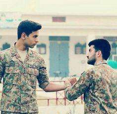 Pakistan Defence, Pakistan Armed Forces, Pakistan Zindabad, Pakistan Fashion, Pak Army Soldiers, Love You Cute, Army Brat, Army Love, Men In Uniform