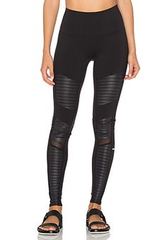 alo High Waisted Moto Legging em Black & Black Glossy | REVOLVE