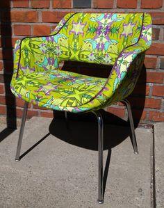 Uniikki Design tuoli! Kilta tuoli saanut Zirbaslife Design kankaan, KolibriPieni yllensä Verhoomo Silkissä Tikkurilassa! Do you want your own? Ota yhteyttä, jos haluat oman!