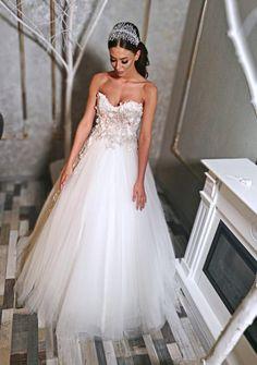 #bridal #bride #bridetobe #amazingdress #weddingdress #amazingbride #hair #wedding2k18 Lace Wedding, Wedding Dresses, Nice Dresses, Bride, Hair, Fashion, Bride Dresses, Wedding Bride, Moda