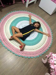 Carpet Stair Runners For Sale Crochet Doily Rug, Crochet Quilt, Crochet Home, Love Crochet, Crochet Designs, Crochet Patterns, Knit Rug, Crochet T Shirts, T Shirt Yarn