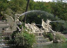 Detall de la cascada del Parc de la Ciutadella. Barcelona (Catalonia).