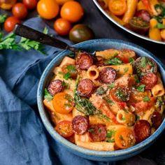 One pot tomato chorizo rigatoni. One Pot Creamy Tomato and Chorizo Rigatoni with mozzarella and parmesan - an easy mid-week dinner ready in less than 25 mins! Chicken And Chorizo Pasta, Garlic Chicken Pasta, Balsamic Chicken, Sausage Pasta, Rigatoni, One Pot, Pasta Plus, Cooking Recipes, Healthy Recipes
