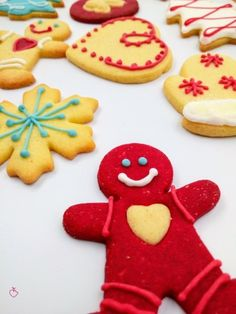 passionedolce_ Christmas Biscuits, Gingerbread Cookies, Sugar, Cakes, Sweet, Desserts, Food, Gingerbread Cupcakes, Candy
