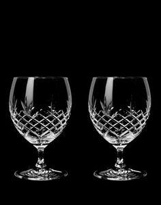 Lekre glass fra det danske designmerket Frederik Bagger. Rommer 55 cl per glass. Kommer i 2 stk i pakken.Bruk de til den frisk juice om morgenen, ettermiddagsølen eller server desserten på kvelden. Perfekt gave til brudeparet.Materiale og vaskeanvisning: Blyfri krystal. Glasset er FDA godkjent og fri for giftige tilsetningsstoffer. Tåler oppvaskmaskin (på glassprogram).Glassene kommer i en flott gaveeske.