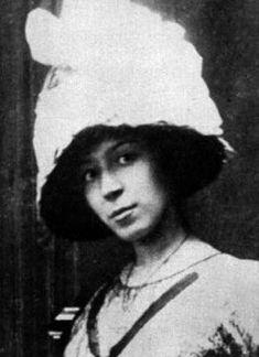 Marie Laurencin, c.1912, Paris.jpg