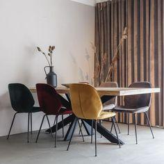 Moderne Eetkamerstoel Lisss   Oosterbaan Living Velvet Shop, Modern Design, Dining Chairs, Furniture, Home Decor, Velvet, Lounge Chairs, Decoration Home, Room Decor