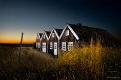 BURSTABÆR / OLD HOUSE