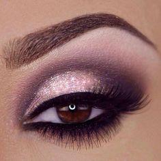 Effective eye make-up using nudes/pinks and slight smoke