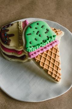 How to recreate these Ice Cream Cone & Pennant Banner Cookies. {Sweet Treats: a baking blog}