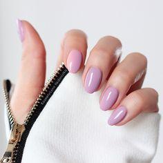 Semilac 058 Heather Gray, a na wskazującym delikatny gradient z Semilac 003 Sweet Pink