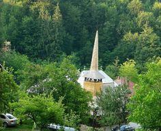 VIDEOPuterile miraculoase ale apei de la Mănăstirea Izbuc. Izvorul, unic în Europa, este vindecător de boli grave | adevarul.ro
