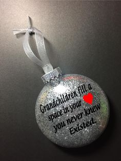 Diy baby gifts for grandparents christmas ornament 30 Ideas for 2019 Christmas Presents For Grandparents, Christmas Crafts For Gifts, Teacher Christmas Gifts, Christmas Ideas, Christmas Planning, Christmas Projects, Holiday Ideas, Christmas Decor, Teacher Ornaments