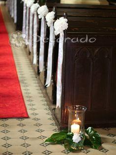 Elegancja hortensji i prostota wstążki – kościół w Dolsku