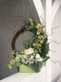 Creative Flower Arrangements, Church Flower Arrangements, Silk Floral Arrangements, Unique Flowers, May Flowers, Dried Flowers, Table Flowers, Flower Vases, Ikebana