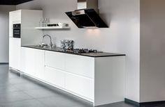 Moderne keuken in strakke uitvoering Double Vanity, Modern Design, Ikea, Cabinet, Inspiration, Storage, Kitchen, Furniture, Home Decor