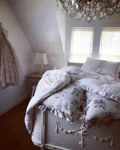 Shabby Home, Shabby Chic Bedrooms, Shabby Cottage, Shabby Chic Homes, Shabby Chic Decor, Romantic Bedrooms, Shabby Chic Couture, French Country Bedrooms, Secret Rooms
