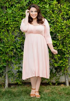 - THE FACTS - SIZING - FREE SHIPPING + RETURNS A classic plus size dress with ultra soft, jersey fabric and romantic feel. Here is one of our best-sellers and the perfect addition to your wardrobe! Da