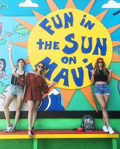 sisters in Maui  @chiaraferragni @fraferragni @valentinaferragni #revolvearoundtheworld