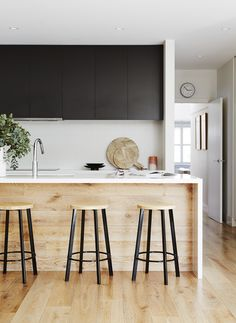 New Kitchen Black Cabinets Cuisine Ideas White Wood Kitchens, Timber Kitchen, Wood Kitchen Island, Wood Kitchen Cabinets, Kitchen Worktop, Black Cabinets, Kitchen Flooring, Kitchen Countertops, New Kitchen