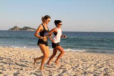 Resultado de imagem para look correr na praia