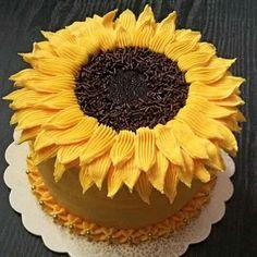 🌻⛤ Sunflowers cake⛤🌻 ´¨) ¸. Cute Cakes, Pretty Cakes, Beautiful Cakes, Amazing Cakes, Sunflower Cupcakes, Sunflower Party, Sunflower Cake Ideas, Cake Cookies, Cupcake Cakes