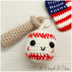 Portachiavi a tema....  #baseball #usa #americanflag #amigurumi #handmade #crochet #fattoamano #uncinetto #wool #lana #portachiavi #keyring