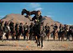 Kazakh eagle hunters and their golden eagles in the Altai Region of Bayan-Ölgii in Western Mongolia | By jitenshaman / dave stamboulis