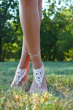 Make you feet the center of attention with these gorgeuose barefoot sandals. Each stitch handmade using crocheted techniques with a 100% cotton