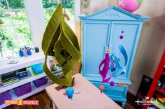 How to: Use felt to make adorable & affordable mobiles for your new baby! Crafted by @kennethwingard! Catch #homeandfamily weekdays at 10/9c on Hallmark Channel!