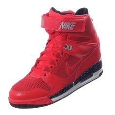b59c17dd16c0b El toque atlético a tu look lo brinda Nike Air Revolution Sky Hi el cual es