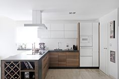 Kitchen Countertops, Kitchen Island, Kitchen Cabinets, Brown Kitchens, Solar, House, Modern, Home Decor, Kitchens