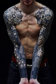Didn't like this at first, but look at all the detail. Actually an amazing tattoo.