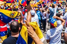 Te presentamos la selección especial: <<VENEZUELA>> en Caracas Entre Calles. ============================  F O T Ó G R A F O  >> @dennisvelis << Visita su galeria ============================ SELECCIÓN @luisrhostos TAG #CCS_EntreCalles ================ Team: @ginamoca @luisrhostos @mahenriquezm @teresitacc @floriannabd ================ #Venezuela #Instavenezuela #Gf_Venezuela #GaleriaVzla #Ig_Venezuela #Great_Captures_Vzla #InstaloVenezuela #Instapro_Ve #Loves_Venezuela #IgersVenezuela…