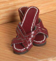 Tyler Wentworth Ready-To-Wear Boutique (2004) Wine Open Toe Sandals $14.99