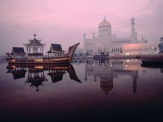 The Omar Ali Saifuddien mosque is a placid place for refection in Bandar Seri Begawan. (Michael Yamashita)