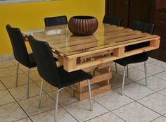 There are different pallet table plans for your living and drawing rooms. You can make the pallet tables with the planks of wood available in your home or you Wood Pallet Tables, Pallet Dining Table, Wood Pallets, Palet Table, Bed Table, Chair Bed, Crate Table, Pallet Chair, Pallet Patio