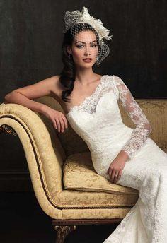 Vestido de novia con escote asimétrico