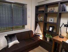 書斎コーディネート|ソファベッドで寛ぎながら、趣味の小物収集や、展示を楽しむ。