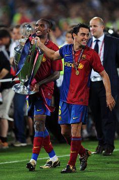 Xavi and Samuel Eto'o of Barcelona lift the trophy as they celebrate. Xavi Hernandez, Soccer Drills, Football Players, Champions League 2009, Fc Barcelona Wallpapers, Lionel Messi Wallpapers, Leonel Messi, Soccer Stars, Sports