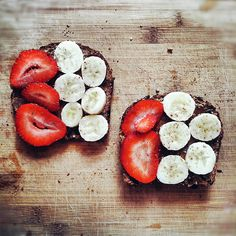 Strawberry & banana slices + Nutella on whole wheat toast