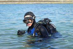 ricercatore subacqueo metal detecting