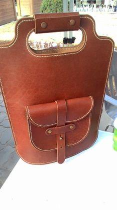 [늘장] 3월 서울 플리마켓 출전선수 소개 :: Nomadikims - Blog Leather Bags Handmade, Leather Craft, My Bags, Purses And Bags, Burgundy Bag, Craft Bags, Leather Cleaning, Leather Pattern, Leather Projects