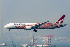 Qantas Fleet Boeing Dreamliner Details and Pictures. Qantas Airlines, Perth Airport, Australian Airlines, Boeing 787 9 Dreamliner, Seating Charts, Aircraft, Pitch, Planes, Aviation