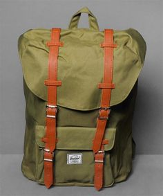 Neu im Shop: Herschel Little America Backpack in Army Oilve/Army Olive - http://www.numelo.com/herschel-little-america-backpack-p-24512747.html #herschel #littleamericabackpack #taschen #numelo