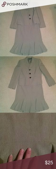 2pc Kasper women's suit 6P Khaki colored two piece beautiful suit! The skirt has a ruffle. Beautiful detailed stitching along some of the seams with giant tortoise shell buttons. Stunning suit!! Kasper Jackets & Coats Blazers