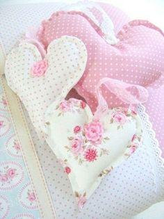 Chic Pink Cute Shabby Chic Valentines Decoration Ideas For Your Home 13 Shabby Chic Pink, Shabby Chic Stoff, Shabby Chic Hearts, Shabby Chic Bedrooms, Shabby Chic Cottage, Shabby Chic Homes, Shabby Chic Decor, White Cottage, Valentines Decoration